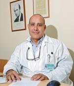 Доктор Моше Халяк, заместитель заведующего отделением сосудистой хирургии и директор отделения эндоваскулярной хирургии, Тель а шомер